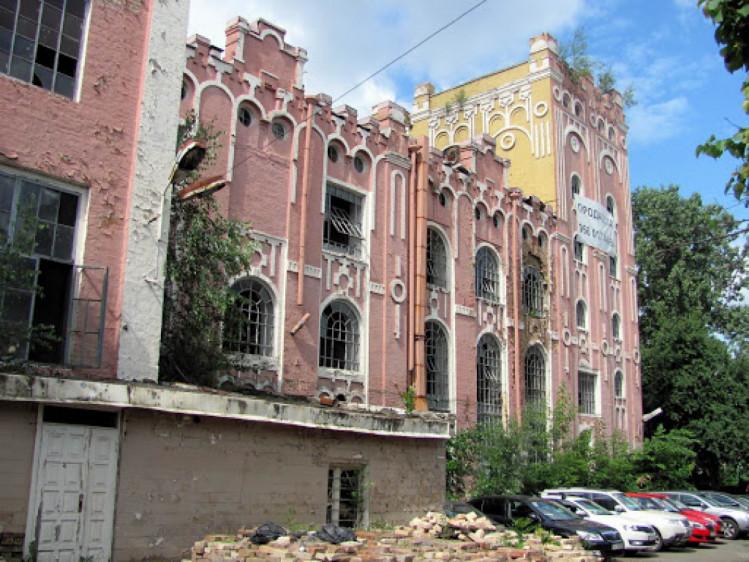 Занедбана будівля пивзаводу на Подолі